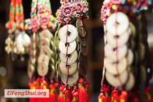 Cómo usar Monedas Chinas como una Cura de Dinero de Feng Shui